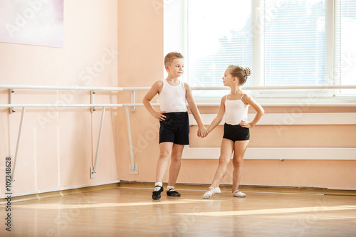 Fototapeta Young boy and a girl dancing at ballet class  obraz na płótnie