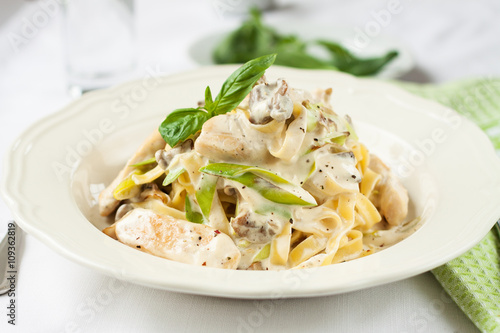 Fotografija Creamy pasta with chicken and leeks