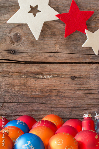 Christbaumkugeln Sterne.Weihnachtshintergrund Rustikales Holz Sterne Und