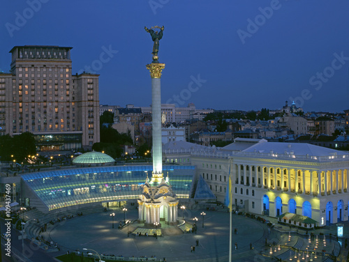 Photo Stands Kiev Maidan Nezalezhnosti square at evening