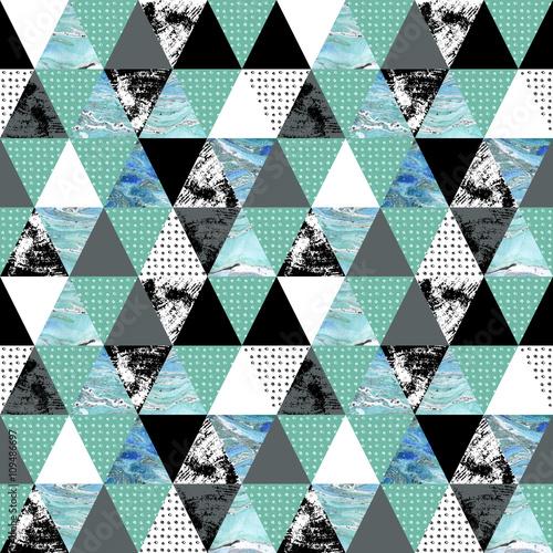 wzor-z-trojkatow-grunge-akwarela-tekstura