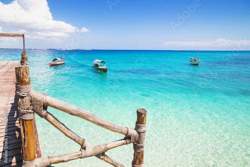 La pose en embrasure Zanzibar Beautiful bay on the tropical island of Zanzibar