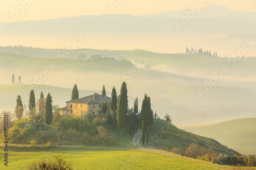 In de dag Toscane Misty sunrise in the Val d'Orcia, or Valdorcia, a region of Tuscany, central Italy, which extends from the hills south of Siena to Monte Amiata.