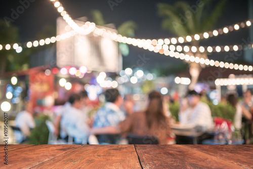 Fototapeta People sit in a blur banquets. obraz