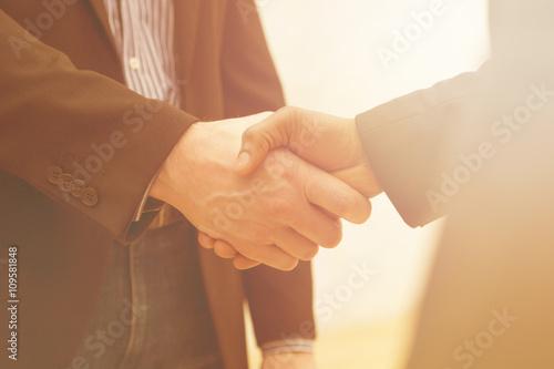 Fotografia  Business handshake with sun rays