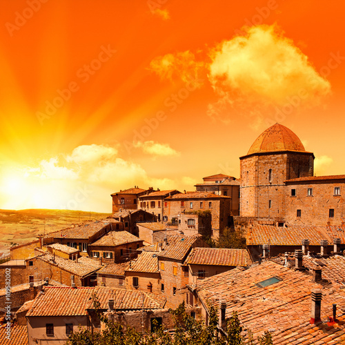 Deurstickers Oranje eclat wonderful italy tuscany hill at sunrise or sunset road scenic