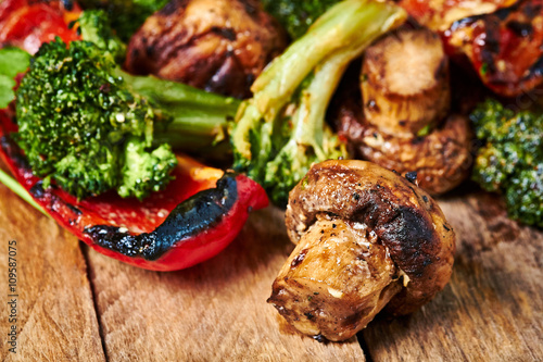 Papiers peints Steakhouse Grilled meat and vegetables