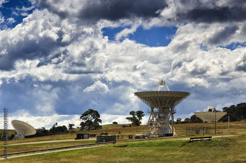Tuinposter Nasa CAN 3 satellite dishes hillside