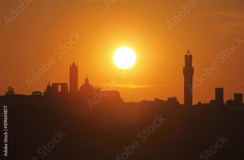 Láminas  Italia, Toscana, Siena fue puesta de sol.