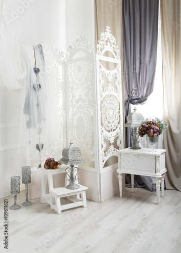 Foto-Lamellen (Lamellen ohne Schiene) - Shabby chic white room interior, wedding decor. (von Prostock-studio)