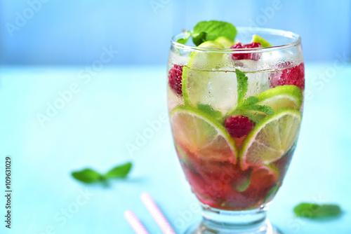 Valokuva  Raspberry lime lemonade.