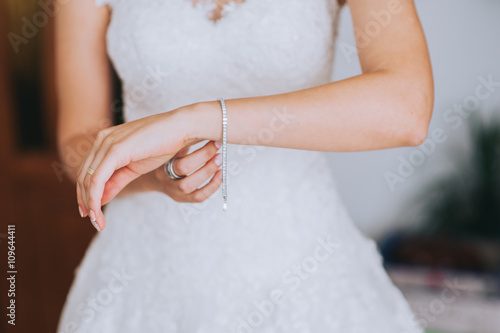jeweler bracelet on the bride's hand Fototapeta