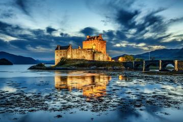 Dvorac Eilean Donan u Škotskoj tijekom plavog sata