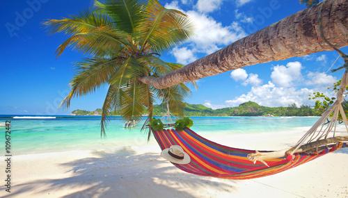 Canvastavla Urlaub am Meer, Inselparadies Seychellen mit Hängematte am Strand