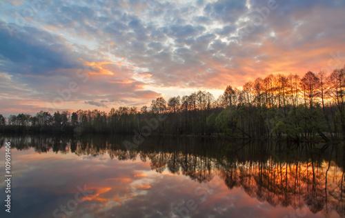 Fotobehang Landschap Beautiful landscape. Bright stunning sunset on the river