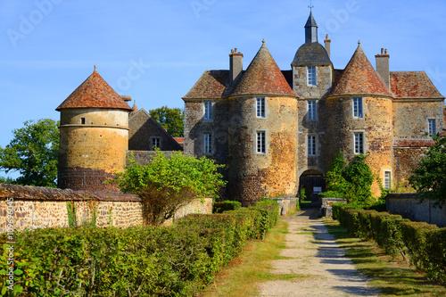 Montage in der Fensternische Schloss Chateau Ratilly in Burgund