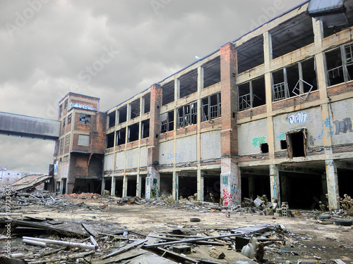 Papiers peints Les vieux bâtiments abandonnés Abandoned Detroit Packard automotive factory now turned zombie apocalypse