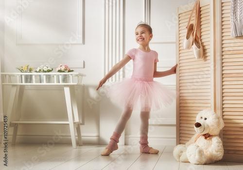 Fotografie, Obraz  girl in a pink tutu