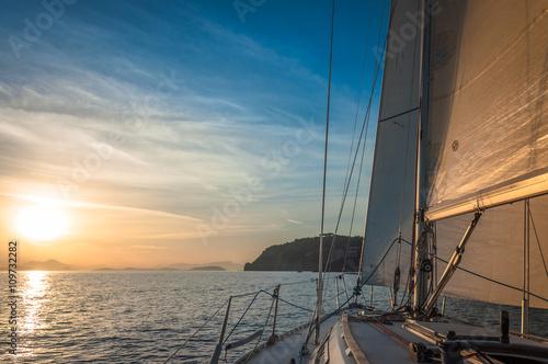 Fotografía Sailing in the Sunrise, Gulf of Naples, Ischia, Italy