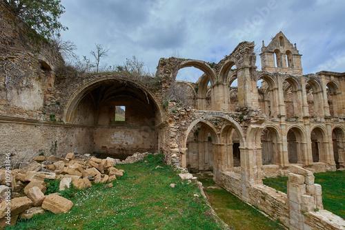 In de dag Ruinas del Monasterio Cister de Santa María de Rioseco en las Merindades, Burgos