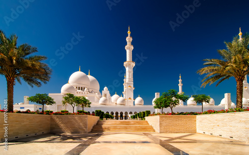 Poster de jardin Abou Dabi Sunset view at Mosque, Abu Dhabi, United Arab Emirates