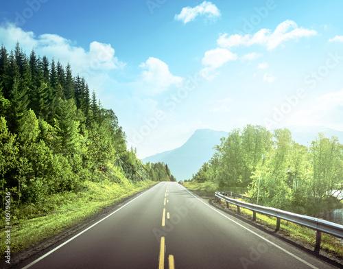 Foto auf Gartenposter Skandinavien summer road in mountain, Norway