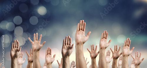 Obraz Hands rised up - fototapety do salonu