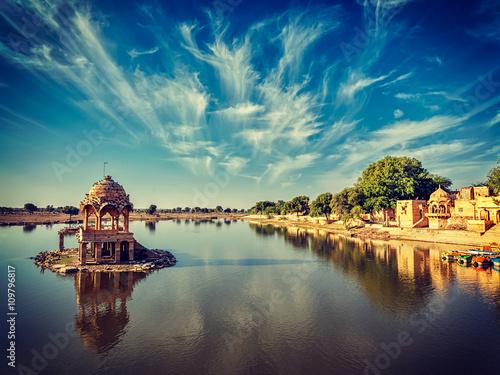 Poster Gris Indian landmark Gadi Sagar in Rajasthan
