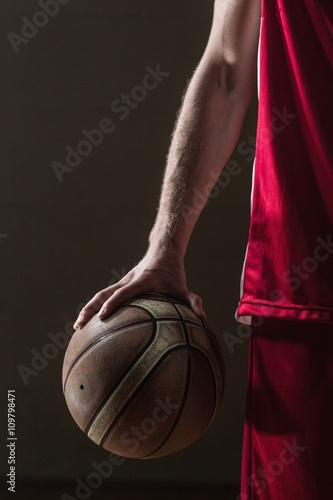 Plakat Zamknij się na koszykówce w posiadaniu koszykarza