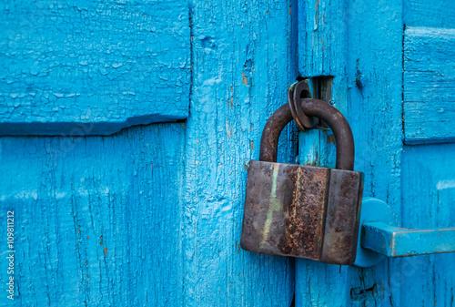 Fotografie, Obraz  Винтажный замок и синяя дверь