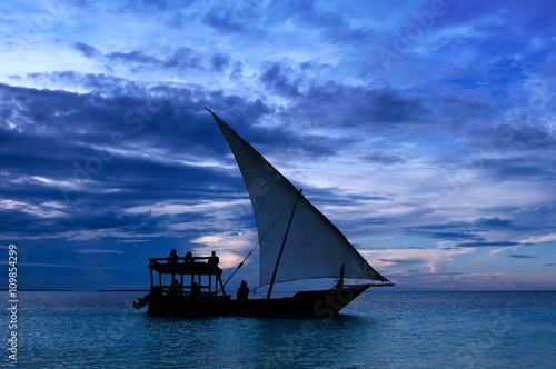 Foto op Aluminium Strand Fishermen Dhow Boat coming back home at sunset from a long day in the sea.