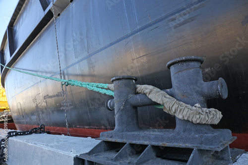 mooring rope connecting the ship and bollard - Buy this