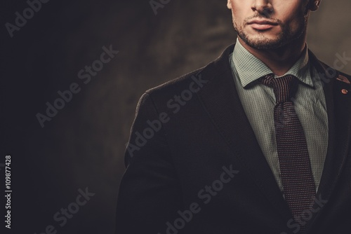 Cuadros en Lienzo Serious well-dressed hispanic man posing on dark background.