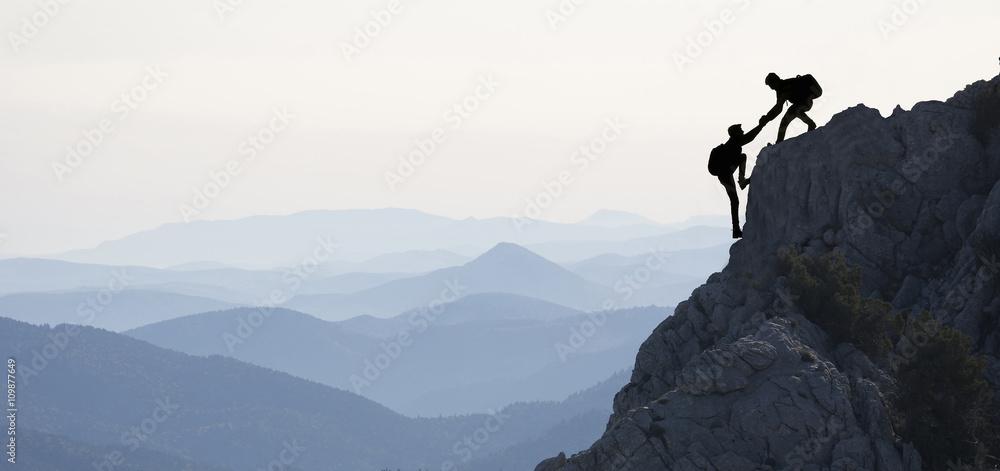 Fototapeta dağcılık yardımlaşması & zirve başarısı