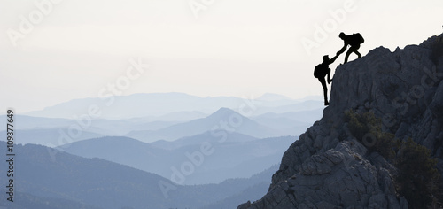 Poster de jardin Alpinisme dağcılık yardımlaşması & zirve başarısı