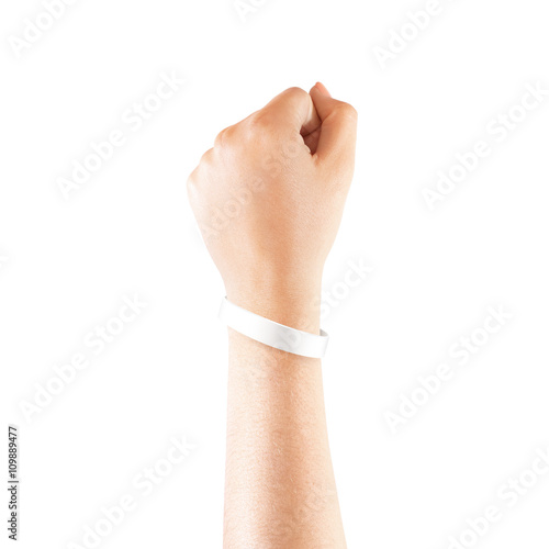 Fotografía  Blank white rubber wristband mockup on hand, isolated