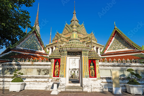Spoed Foto op Canvas Bedehuis Thai architecture in Wat Pho public temple in Bangkok, Thailand.