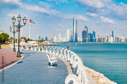 Poster de jardin Abou Dabi View of Abu Dhabi in the United Arab Emirates