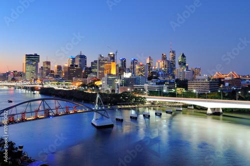 fototapeta na lodówkę Australia Landscape : Brisbane city skyline at dusk