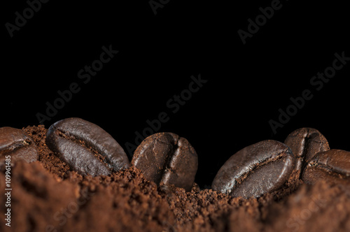 Photo  roasted coffee beans and flour