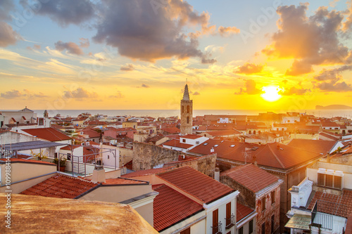 Photo  A sunset over Alghero city, Sardinia