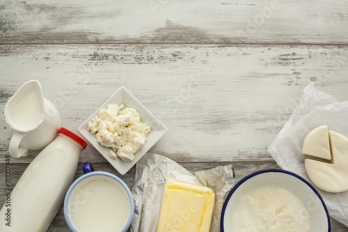 Fotografía  Dairy products on wooden table