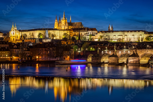 Printed kitchen splashbacks Prague Prague Castle, Hradcany reflecting in Vltava river in Prague, Czech Republic at night