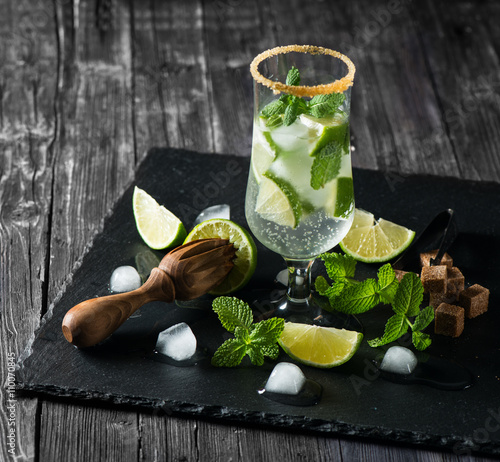 Αφίσα  Mojito on the black board.