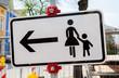 Fußgänger bitte andere Straßenseite benutzen