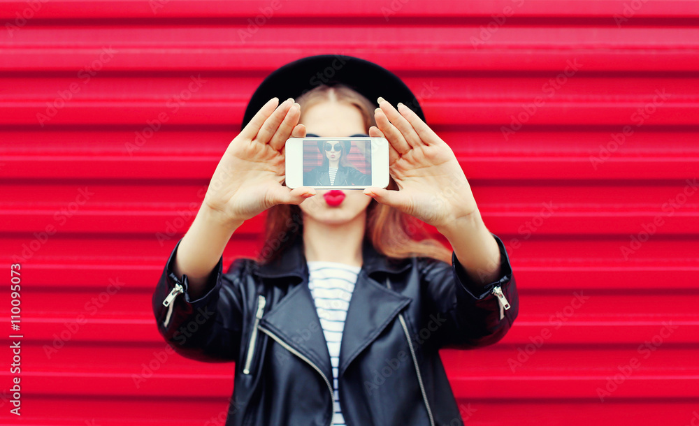 Fototapety, obrazy: Fashion glamour woman makes self portrait on smartphone blowing