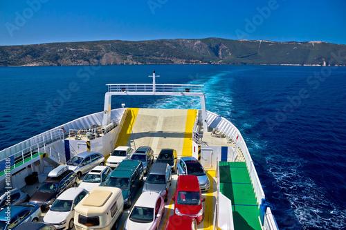 Fotografia Ferry boat tourist line to island