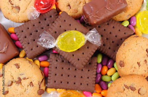 obraz dibond Heap of colorful candies and cookies, too many sweets