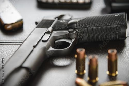 Fotografía  Pistol semi-automatic .45 caliber