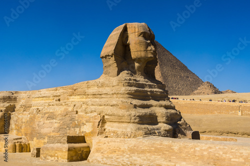 In de dag Egypte Sphinx and Great Pyramid of Pharaoh Khufu, Giza (Egypt)